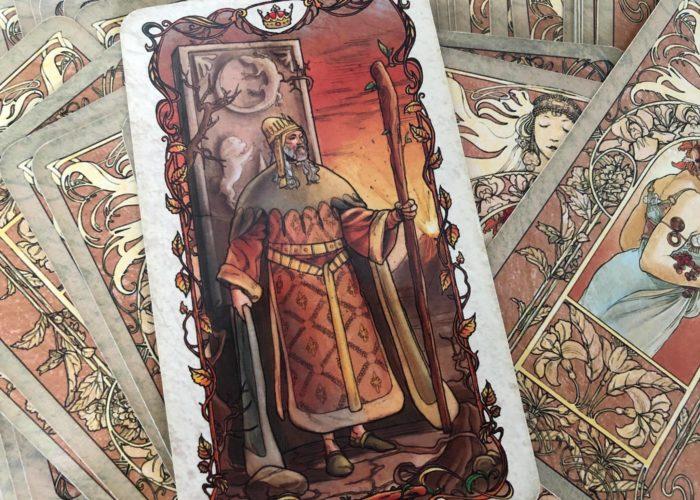 König der Stäbe, Mucha Tarot, Willenstärke, Melinda Cange, Mademoiselle Tarot, Tarot lernen, Tarotkurs, Verantwortung, Tatendrang, Überzeugung