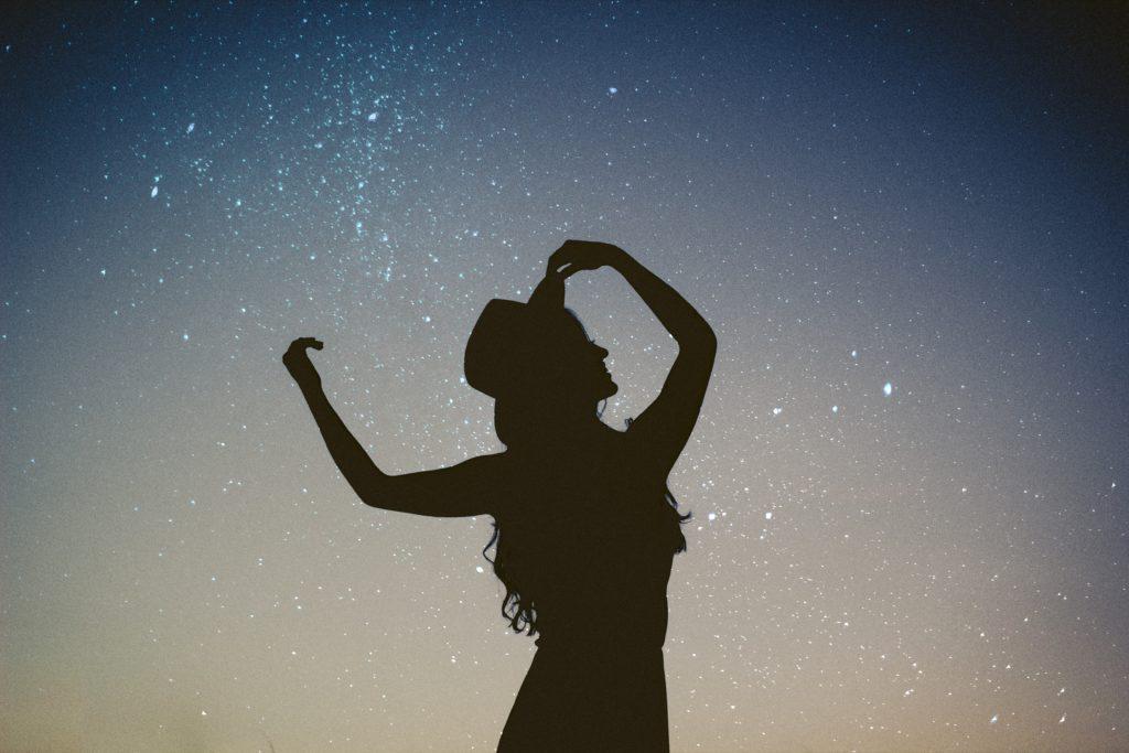 Lerne Liebe leben, Energie, Gedanken, Muster, Muster brechen, emotional, Liebeskummer, Manifestation, verdrängte Gefühle, Vibration, erlebte Realität, Intension, Resonanzprinzip, resonanz, manifestieren, Mond, Astrologie, Energiearbeit, ätherische öle, heilsteine, rosenquarz, intuition, intuitiv, Schwingungssignatur, Frequenz, energetisch, selbstliebe, eigenliebe, univeresum, universelle liebe, frieden